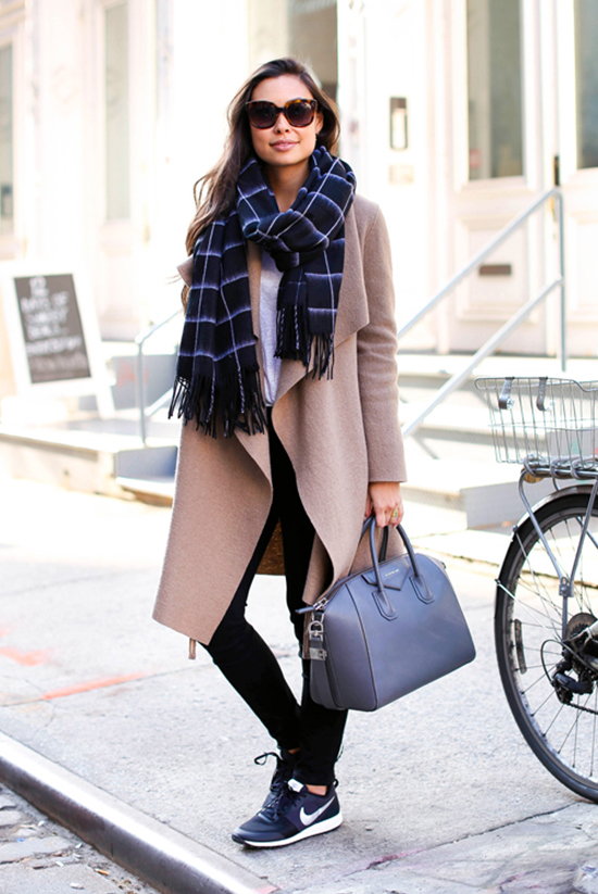 35 Outfits That Prove You Can Look Chic On Sneakers