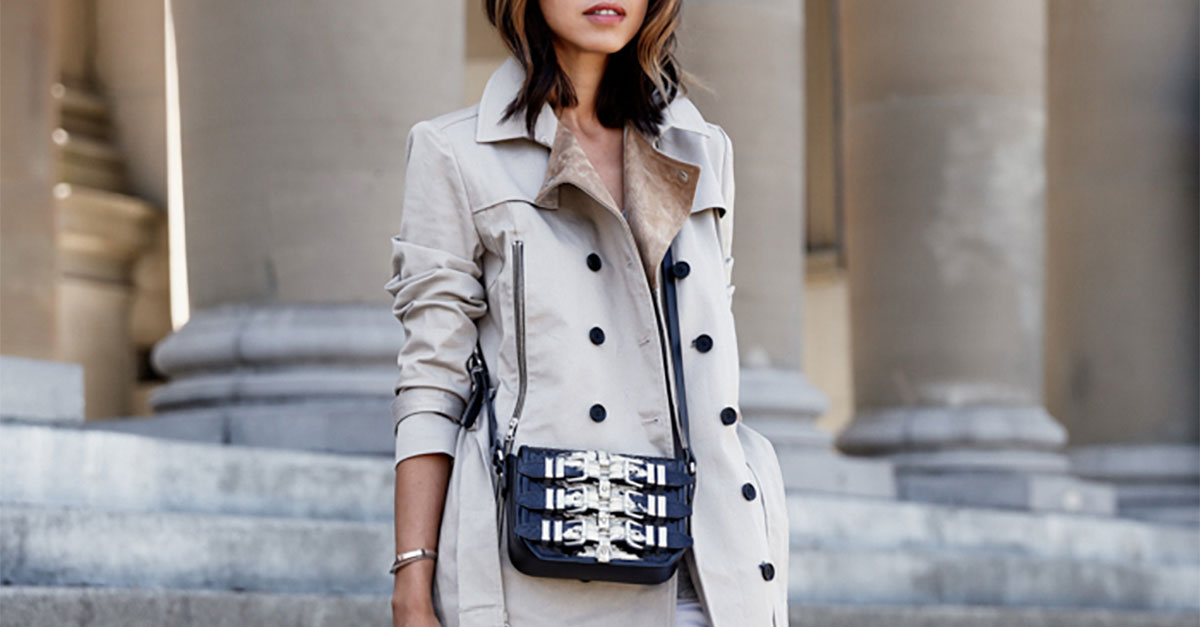 20 Ways To Style Your Favorite Trench Coat, trench coat outfits, spring outfits, fall outfits, casual outfits, comfy outfits, work outfits, street style, rainy day outfits, sneakers outfits