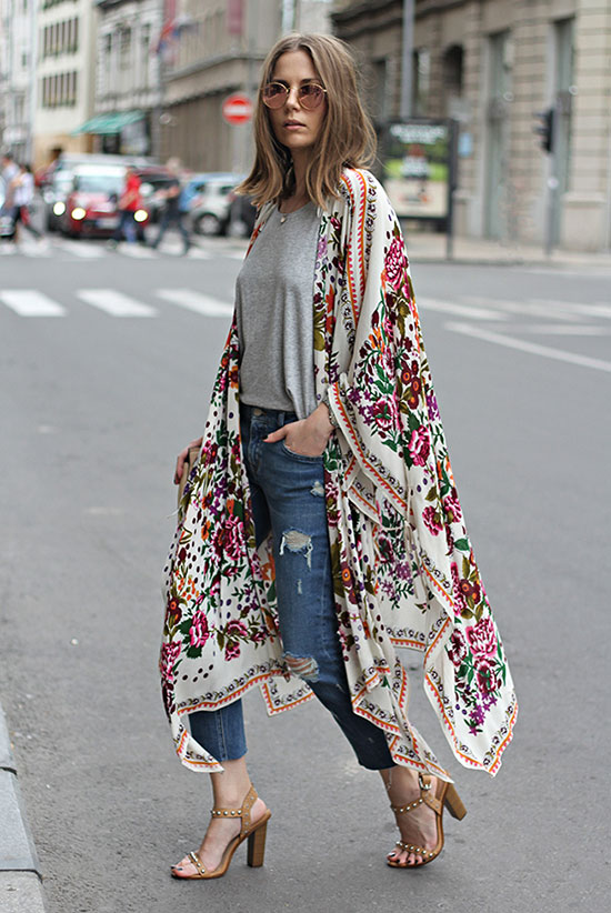 Street Style - The Top Blogger Looks Of The Week: Fashion Blogger 'Fashion & Style' wearing a floral print kimono, a grey tshirt, distressed crop jeans, nude heeled sandals and mirror sunglasses. Spring outfit, summer outfit, casual outfit, boho outfit, boho chic outfit, street chic style.