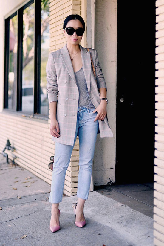 Street Style - The Top Blogger Looks Of The Week: Fashion Blogger 'Hallie Daily' wearing a light grey long blazer, a grey v-neck t-shirt, light denim crop jeans, light pink heels and black sunglasses. Spring outfit, summer outfit, casual outfit, street chic style.