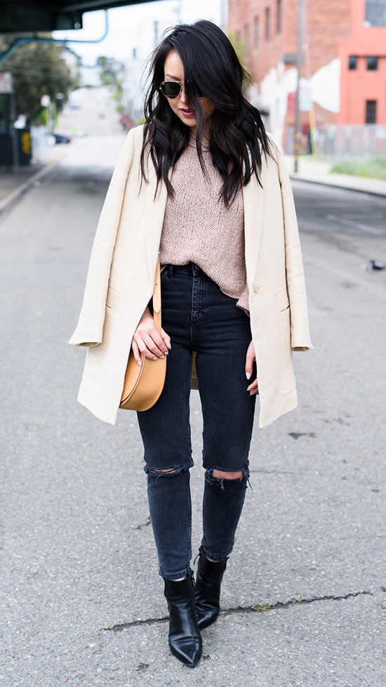 Street Style - The Top Blogger Looks Of The Week: Fashion Blogger 'The Fancy Pants Report' wearing a beige coat, a blush sweater, black washed skinny jeans, black pointy toe booties, aviator sunglasses and a nude shoulder bag. Fall outfit, winter outfit, casual outfit, street chic style.