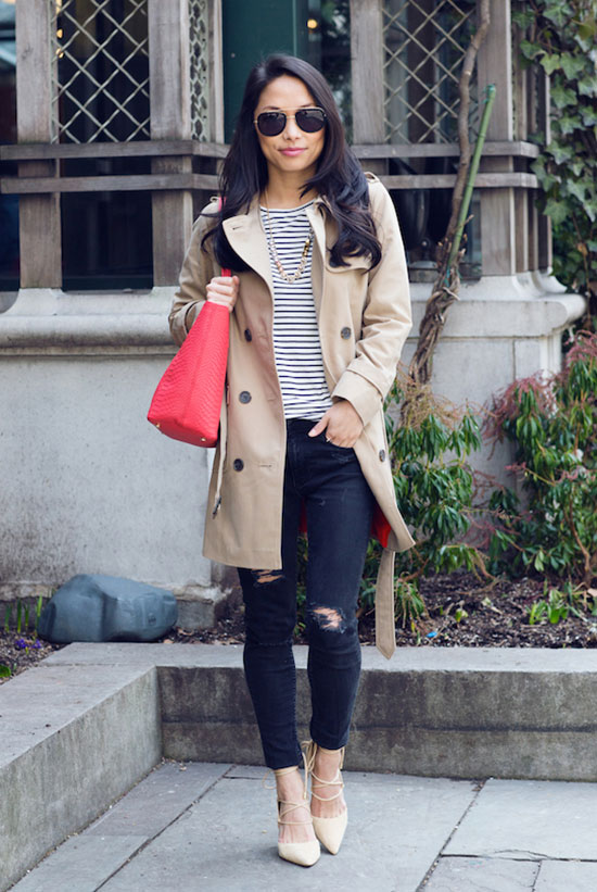 """20 Ways To Style Your Favorite Trench Coat: Fashion Blogger 'The View From 5"""" 2'' wearing a beige trench coat, a stripe t-shirt, black distressed skinny jeans, nude lace up heels, aviator sunglasses and a red tote bag. Trench coat outfit, spring outfit, fall outfit, casual outfit, street style, street chic style."""