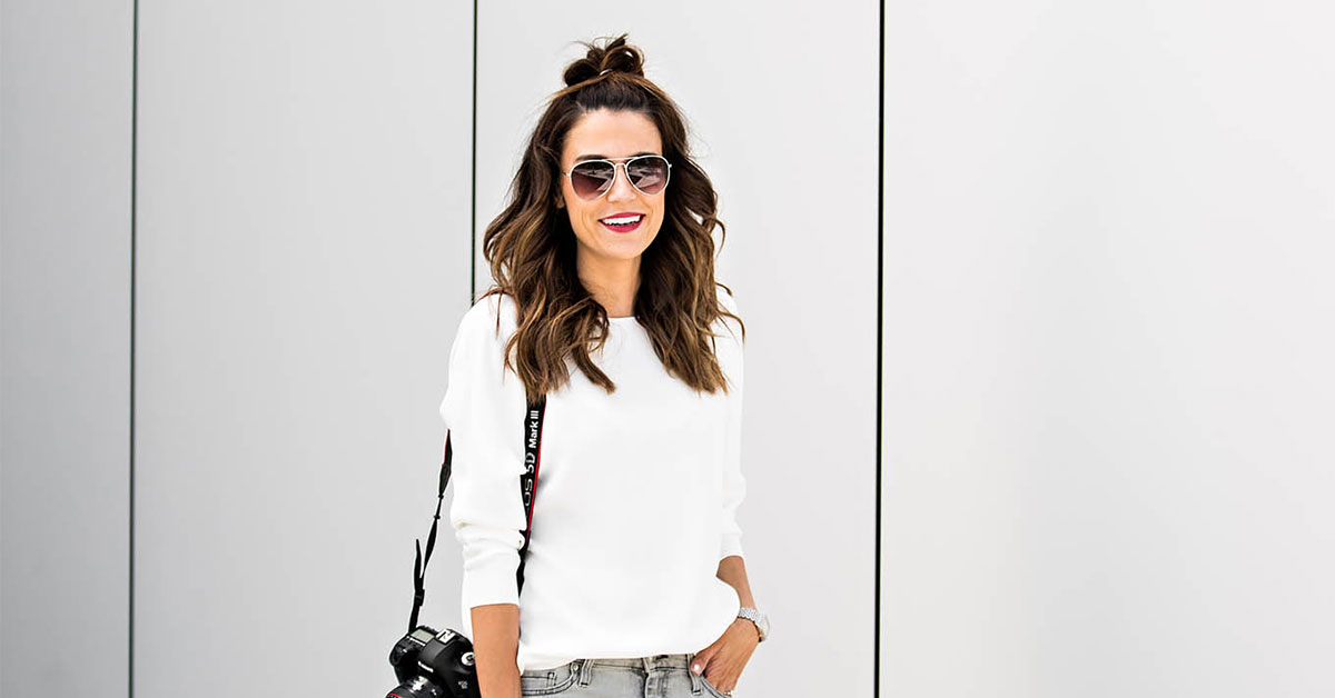 The Best Outfit Ideas Of The Week - Fashion blogger 'Hello Fashion Blog' wearing a white long sleeve t-shirt, light grey skinny jeans, white sneakers