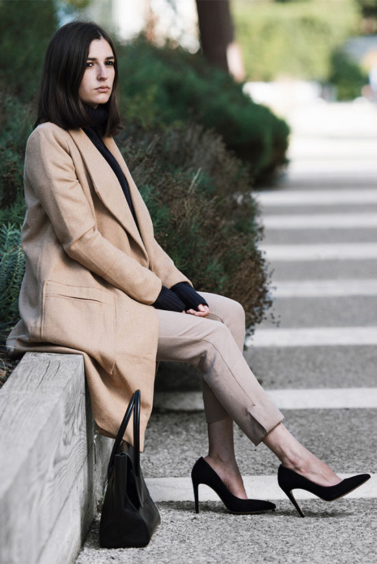 The Best Outfit Ideas Of The Week: Fashion blogger 'Aria di Bari' wearing a camel coat, a navy turtleneck sweater, beige crop pants, black suede heels and a black handbag. Fall outfit, winter outfit, business casual, work outfit, office outfit, minimal outfit, elegant outfit, business casual, street chic style.