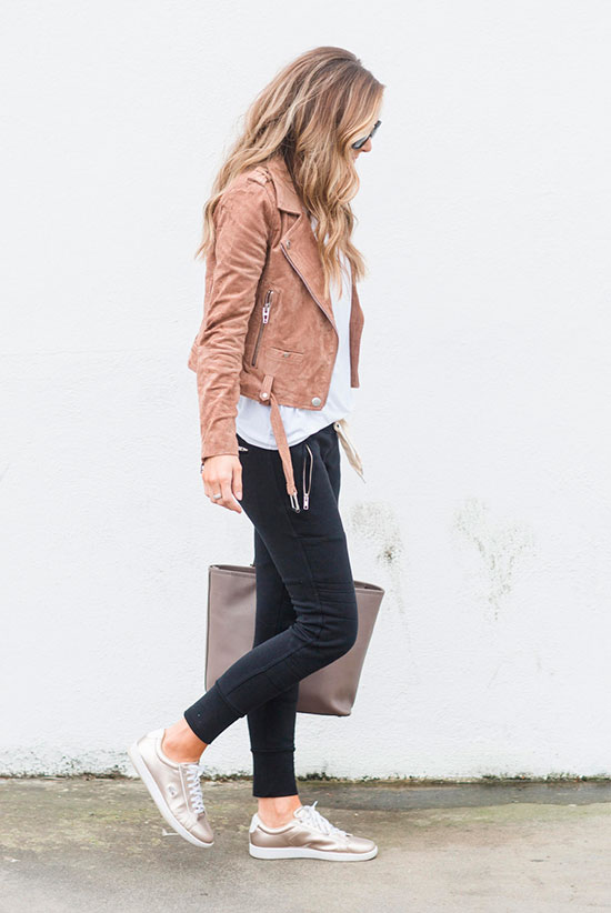 40 Ultra-Chic Fall Outfits To Try Right Now: Fashion blogger 'Merrick's Art' wearing a brown leather jacket, a white tee, black joggers, golden metallic sneakers and a brown tote. Fall outfits, fall fashion trends 2017, fall fashion, street style, casual outfits, comfy outfits, sneakers outfits, leather jacket outfits, travel outfits.
