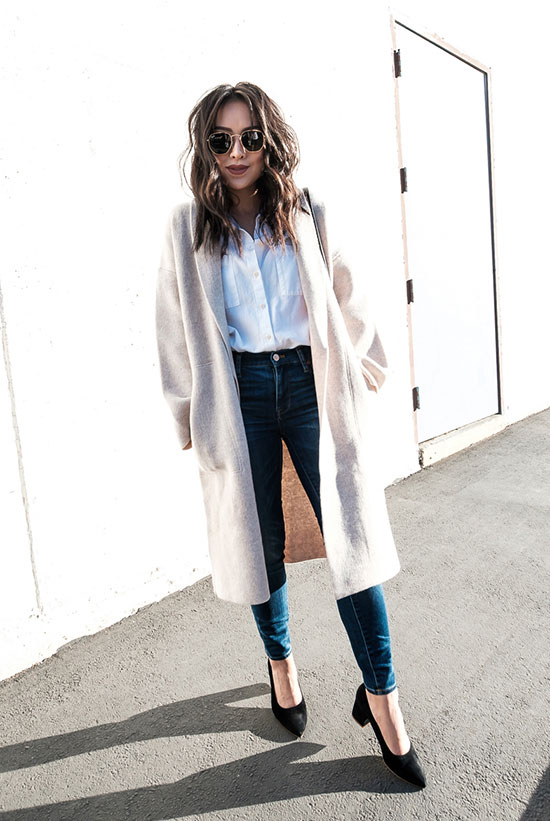 40 Ultra-Chic Fall Outfits To Try Right Now: Fashion blogger 'The Fancy Pants Report' wearing a white long cardigan, a white shirt, indigo skinny jeans, black block heel pumps and round aviator sunglasses. Fall outfits, fall fashion trends 2017, fall fashion, street style, casual outfits, work outfits, office wear, weekend outfits, simple outfits, easy outfits.