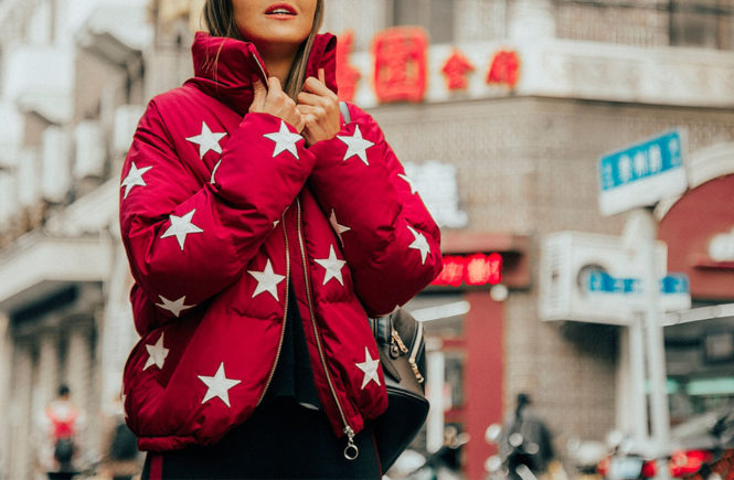 15+ Cozy & Chic Ways To Try The Puffer Jacket Trend: Fashion blogger 'Lovely Pepa' wearing a red puffer jacket, a black sweater, a white t-shirt, black leggings, white sneakers and a black baseball cap. puffer jacket, puffer jacket outfits, fashion, fashion 2017, winter fashion, winter outfits, winter fashion trends, fashion trends 2017, street style, casual outfits, comfy outfits, travel outfits.
