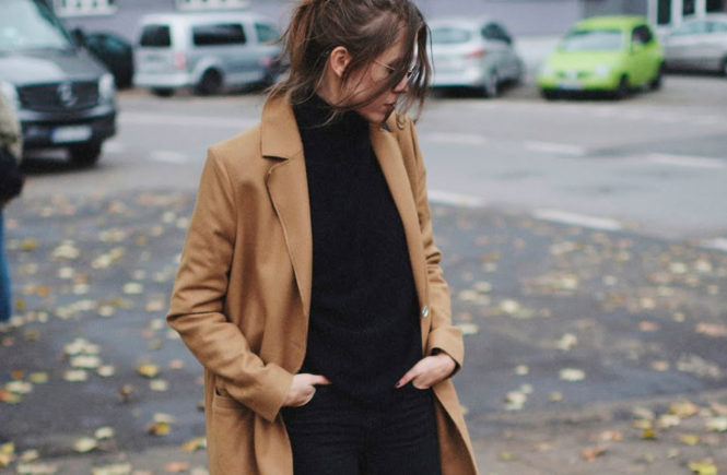 A Classy Winter Outfit Formula That Never Fails: Fashion blogger 'Jestem Kasia' wearing a long camel coat, a black turtleneck sweater, black skinny jeans, black kitten heel booties and round aviator sunglasses. Winter outfit, winter outfit ideas, classy outfit, simple outfit, simple winter outfit, winter fashion, comfy outfit, casual outfit, casual winter outfit.