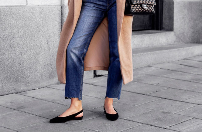 10 Simple Ways To Style A Long Coat: Fashion blogger 'Victoria Tornegren' wearing a camel long coat, a white t-shirt, crop straight jeans, black slingback flats, black sunglasses and a black quilted bag. Long coat, long coat outfit, fashion, winter fashion, winter fashion trends 2018, fashion 2018, winter outfit, casual outfit, casual winter outfit, fashion blogger, street style, simple outfit, minimal outfit, easy outfit, simple winter outfit, comfy outfit.