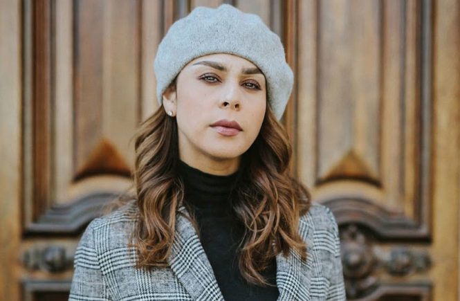 Adorable Ways To Wear A Beret Hat: Fashion blogger 'Fashion Bananas' wearing a grey beret, a black turtleneck sweater, a grey plaid blazer, a black belt, distressed boyfriend jeans and black patent booties.